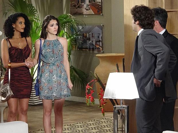 Cida fica profundamente emocionada com a declaração de Elano (Foto: Cheias de Charme / TV Globo)