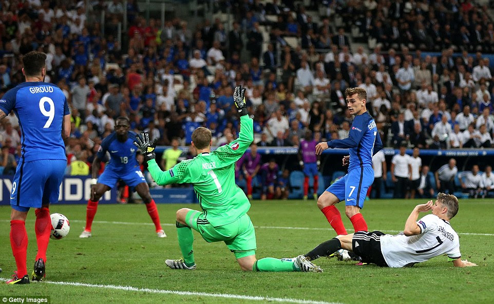 After Boateng had been replaced, Griezmann added a second for the home side after Neuer pushed a cross into his path