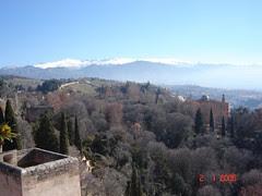 Pemandangan Pergunungan Sierra Nevada Dari Atas Torre de la Vela kat Alcazaba di Alhambra, Granada, Spain