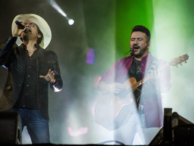 Jads e Jadson cresceram cantando juntos no interior do Paraná (Foto: Mateus Rigola/G1)