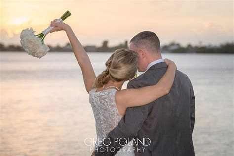Destination Wedding Cost, Save Money Planning a