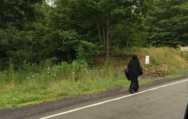 "Misteriosa ""Woman in Black"" Roams estradas da Geórgia para Ohio"