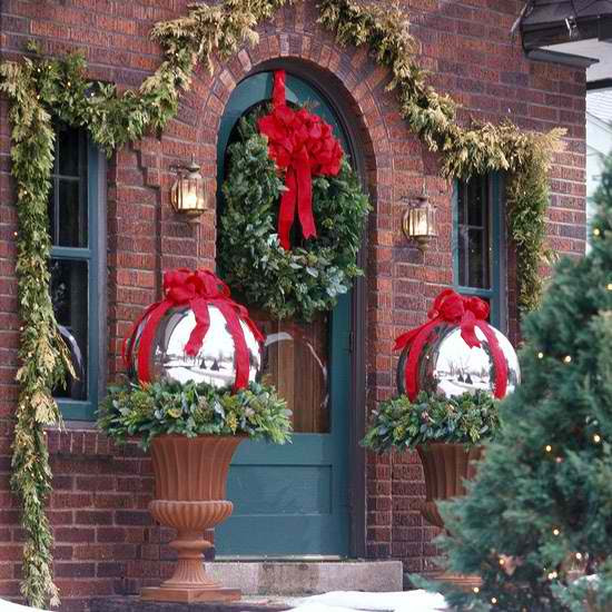12 decorating ideas 30 outdoor christmas decorations by melina divani