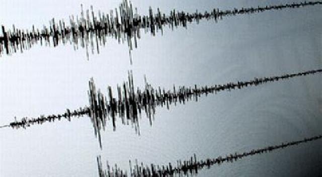 Gempa 5,5 SR di Jambi Dirasakan hingga Padang, Warga Panik Keluar Rumah