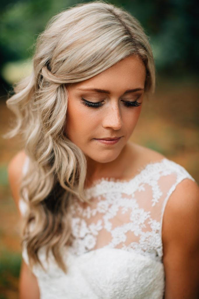 20 Romantic Winter Wedding Hairstyles Ideas - MagMent