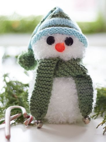 DIY Simon the Snowman | Yarn | Free Knitting Patterns | Crochet Patterns | #ChristmasCraft