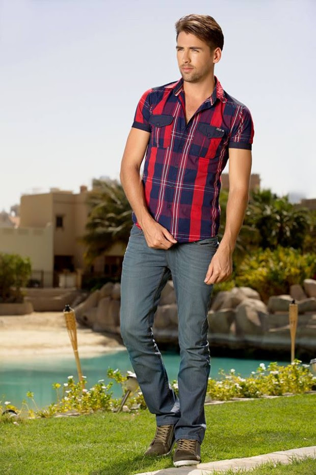 Forecast-Look-Book-Summer-Men-Outfits-2013-Fahion-of-T-Shirts-and-Pants-for-Boys-2