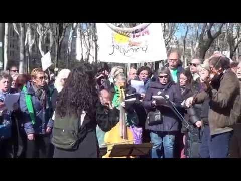 Decenas de colectivos salen a la calle en contra de los recortes