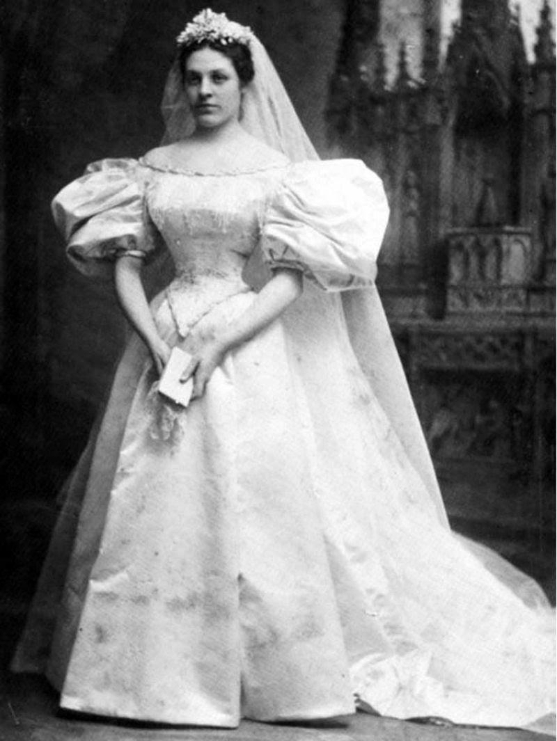 Todo mundo viu este vestido de noiva de 120 anos de antiguidade, exceto uma pessoa 01