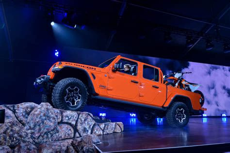 jeep gladiator extended cab  car reviews review