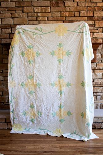 Vintage Daisy Quilt by Jeni Baker