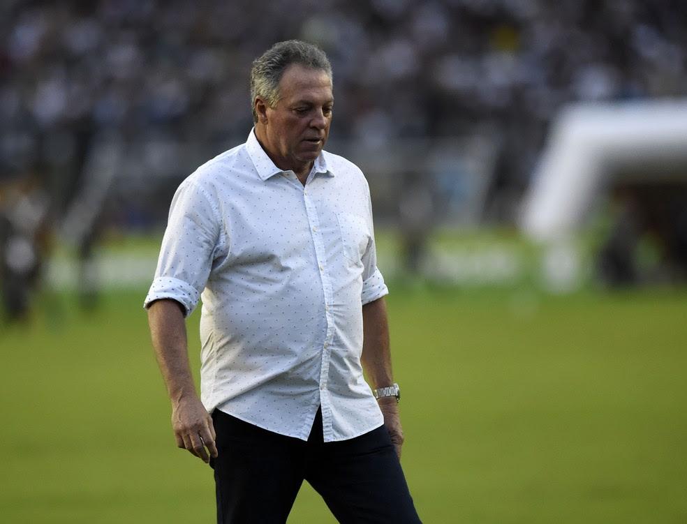 Abel deixou o gramado muito irritado após o gol que garantiu a vitória do Vasco (Foto: André Durão / GloboEsporte.com)