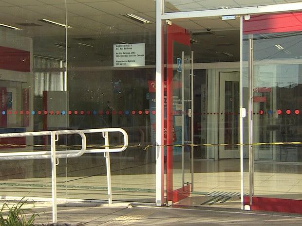 Dupla tenta assaltar banco em São José (Foto: Reprodução/TV Vanguarda)