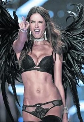 Alessandra Ambrosio, en el desfile de Victoria's Secret,el martes pasado.
