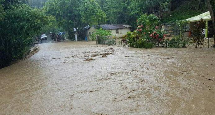 Más de 5,100 personas siguen fuera de sus hogares por las inundaciones