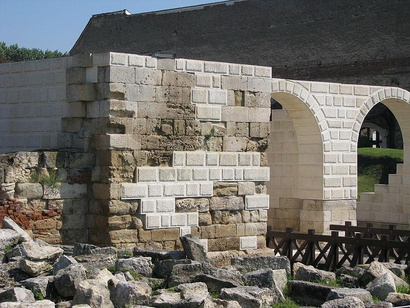 File:Castrum Apulum 2011 - Porta Principalis Dextra.jpg