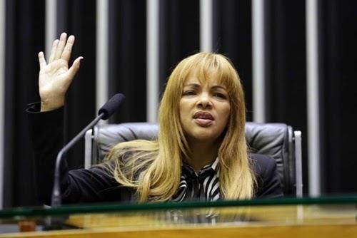 Às vésperas de ser cassada, Flordelis afirma que Lira e aliados descumpriram promessa de ajudá-la a não perder mandato