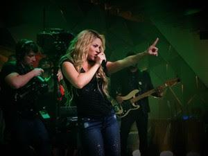 Shakira dança no palco do Fantástico. (Foto: (Foto: Leandro Cavalcanti/TV Globo))