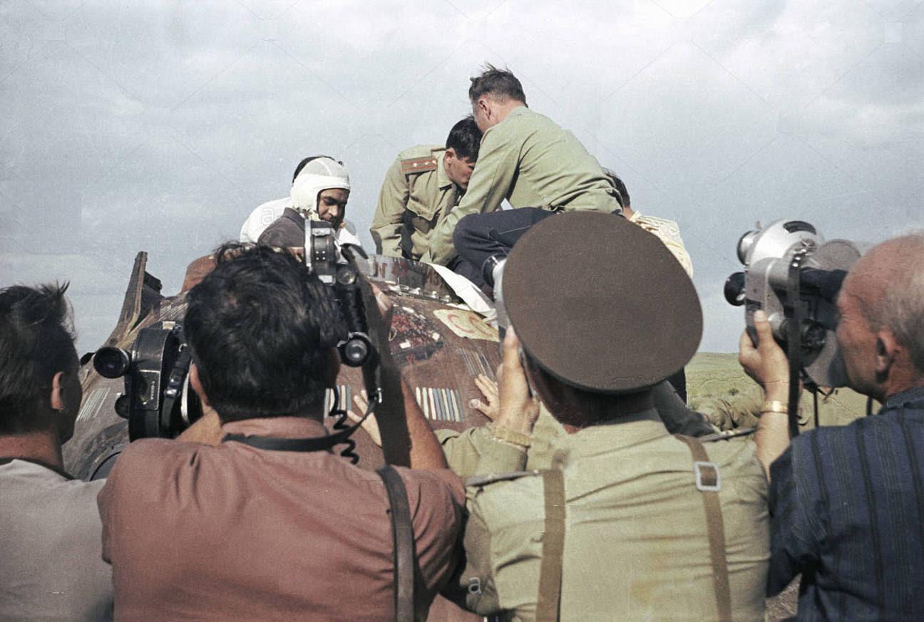 Jun19-1965-Soyuz9landing
