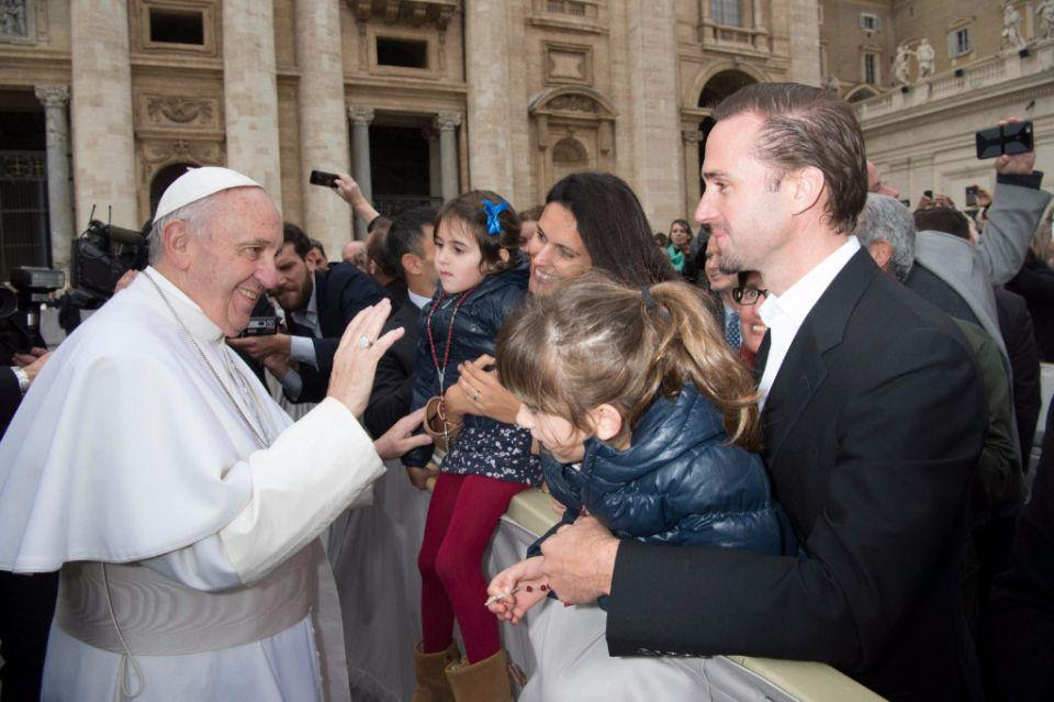 Actor Joseph Fiennes, right, and his wife Maria Dolores Dieguez hold their two daughters as they greet Pope Francis in St. Peter's Square, at the Vatican, Wednesday, Feb. 3, 2016. Fiennes is in Rome to present his film Risen, based on the Biblical story of the Resurrection of Jesus. (L'Osservatore Romano/Pool Photo via AP)