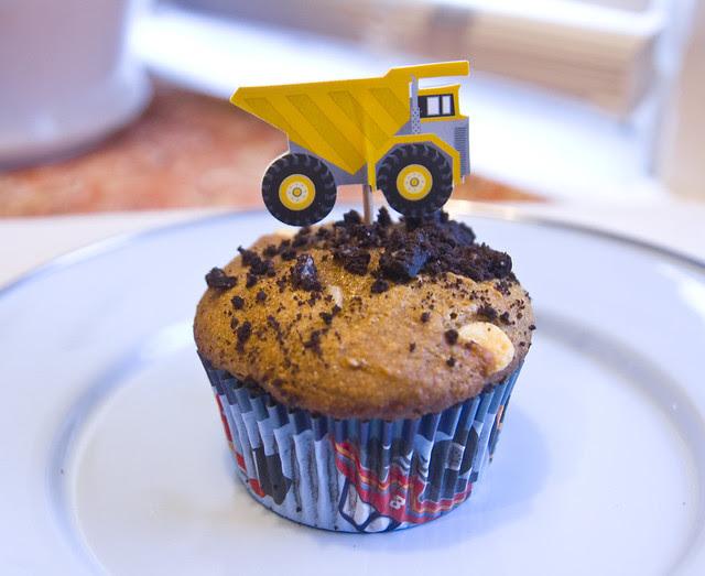 pumpkin-dumptruck-muffin