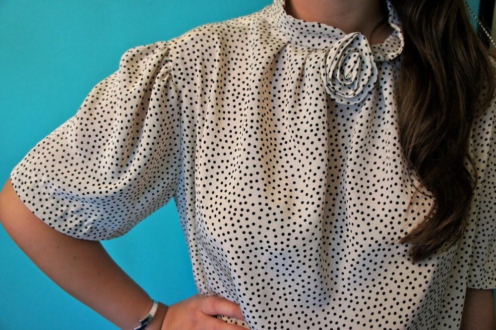 Vintage crème polka dot ROSETTE blouse