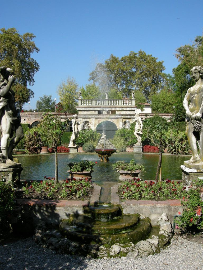Famous Palaces Tour Of Lucca Lucca Italy