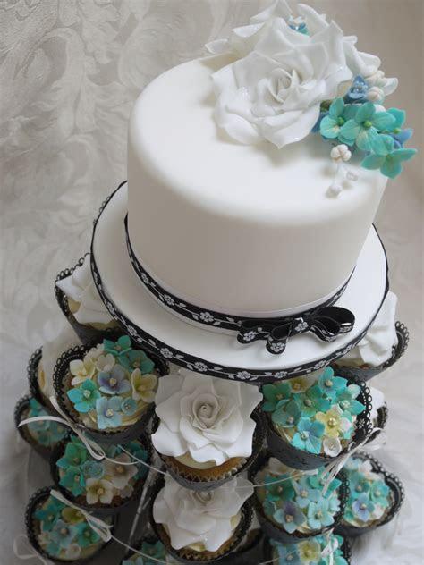 Scrummy Mummy's Cakes: Aqua and white wedding cake and