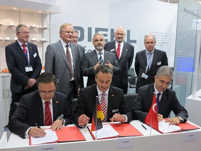 La compañía Roketsan turca y el Consorcio IDAS alemán formado por ThyssenKrupp Marine Systems y Diehl BGT Defensa firmaron un acuerdo de cooperación para desarrollar y suministrar los lanzados desde submarinos IDAS (= Sistema interactivo de Defensa y Ataque de Submarinos) misiles. El acuerdo fue firmado en la Feria IDEF en Estambul el 9 de mayo de 2013. La ceremonia de firma se llevó a cabo en presencia de Thomas Kossendey, miembro del Parlamento Alemán y el secretario parlamentario del ministro federal de Defensa y el Director de Armamento alemán Detlef Selhausen.