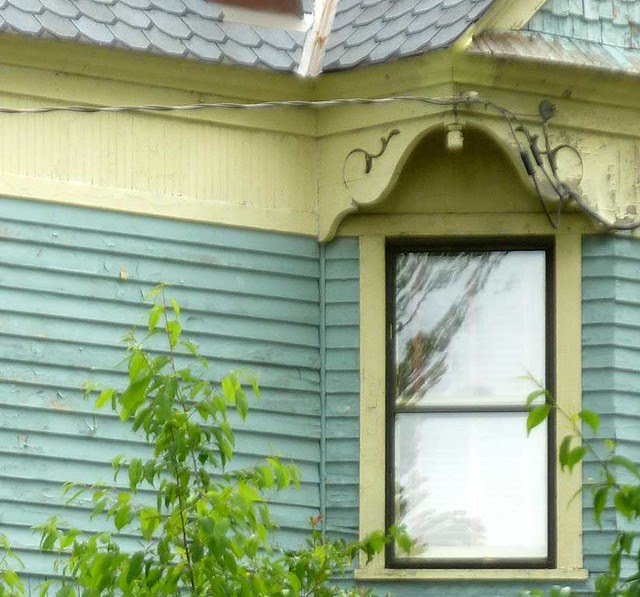 P1090879-2011-04-15-Hapeville-S-Funton-Ave-Victorian-Fulton-Gingerbread-Alert