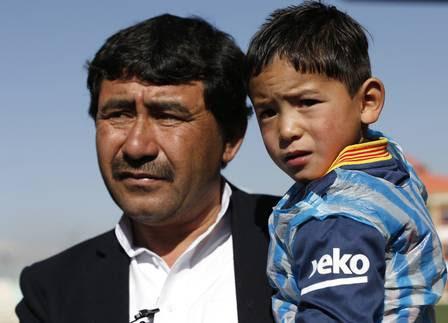 O pequeno fã de Messi no colo do pai