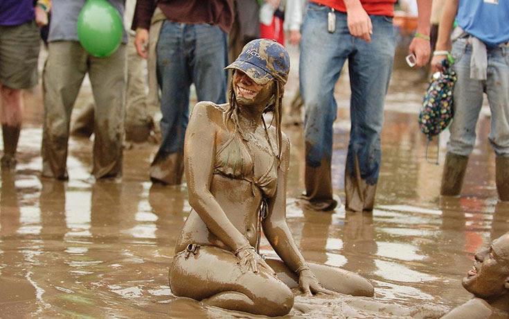 Glastonbury: Φεστιβάλ στις λάσπες (1)