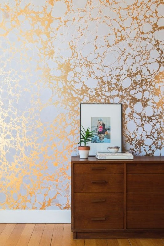 Papéis de parede brilhantes ou de cores fortes realmente realçam o ambiente.