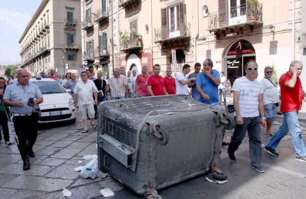 Gesip, scoppia la guerriglia a Palermo blocchi stradali e cassonetti rovesciati