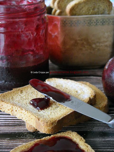 Confettura di susine rosse alla cannella e chiodi di garofano