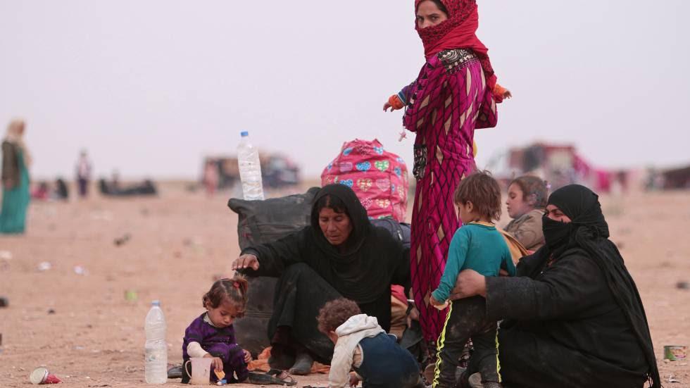 Una familia de refugiados en Hasaka, Siria, tras haber huido de la violencia de Mosul (Irak).rn rn rn
