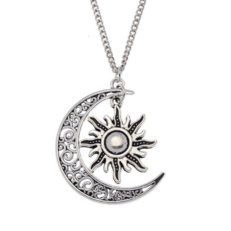 Серебряный кулон – символ луны и солнца