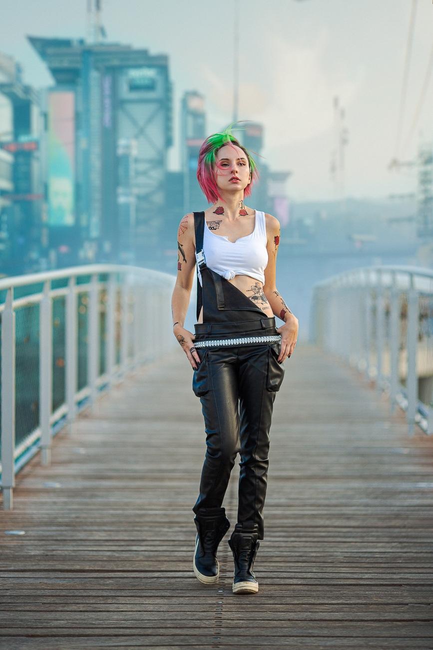 Горячий косплей на Джуди из Cyberpunk 2077