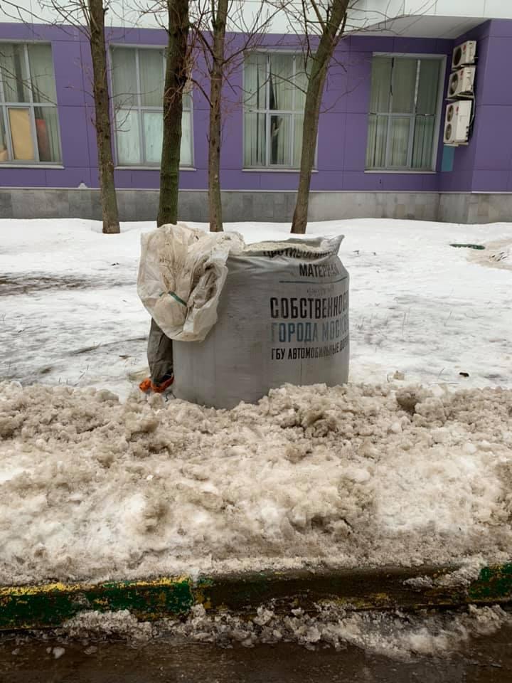 На изображении может находиться: снег, дерево и на улице