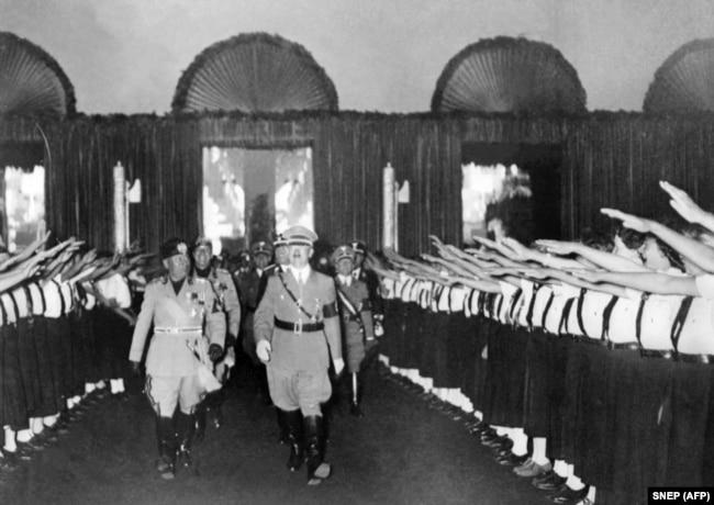Беніто Муссоліні та Адольф Гітлер, 25 вересня 1937 року