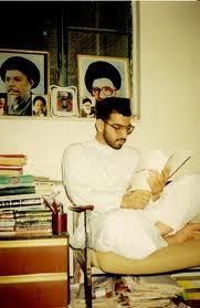 علي الديري في مكتبة حسن أحمد سلمان، 1994