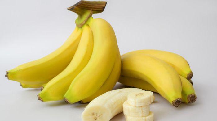 من المعروف أنها لذيذة وغنية بالعناصر الغذائية ، لكن لا ينبغي لنا أن نأكل الموز على معدة فارغة لأنها قد تعرض الصحة للخطر.
