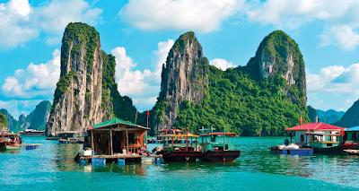 Boat Rides in Ha Long Bay