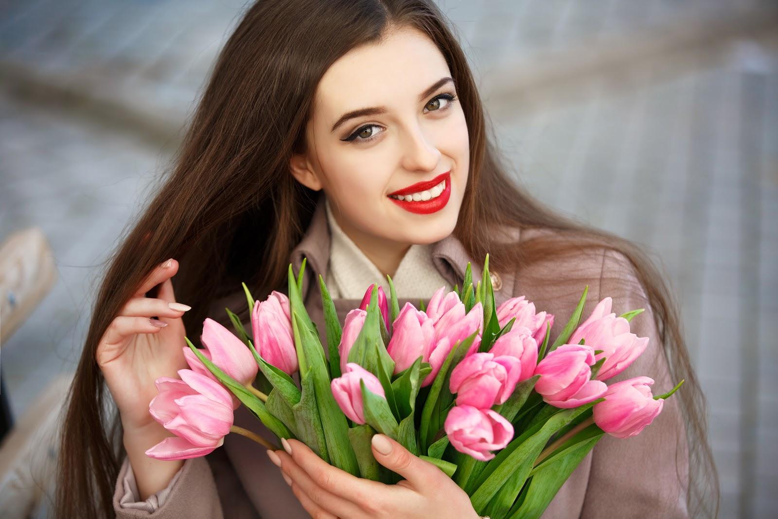 Какие цветы подарить на День влюбленных любимой девушке или жене