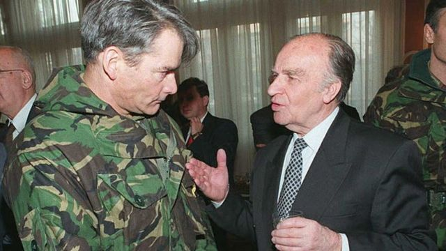 Генерал Руперт Смит с президентом Боснии Алией Изетбеговичем