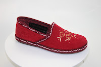 Red womens slipper with a felt top and decorative stitching. Soft rubber sole. Made in Spanish working conditions.