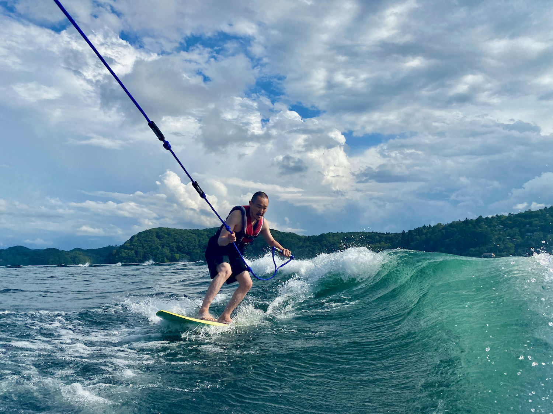 野尻湖でウェイクサーフィン