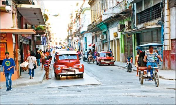 哈瓦那市區予人時光倒退回數十年前的復古情懷。