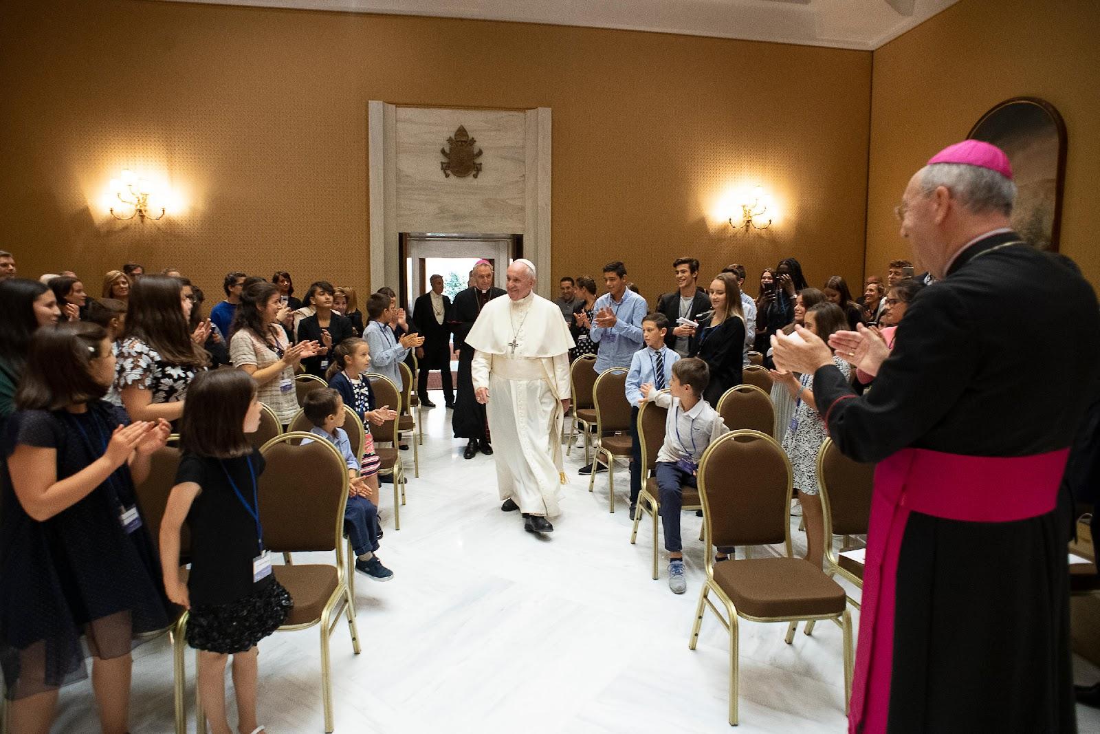 Đức Thánh Cha thúc giục các bạn trẻ tham gia 'cuộc cách mạng lòng nhân hậu'