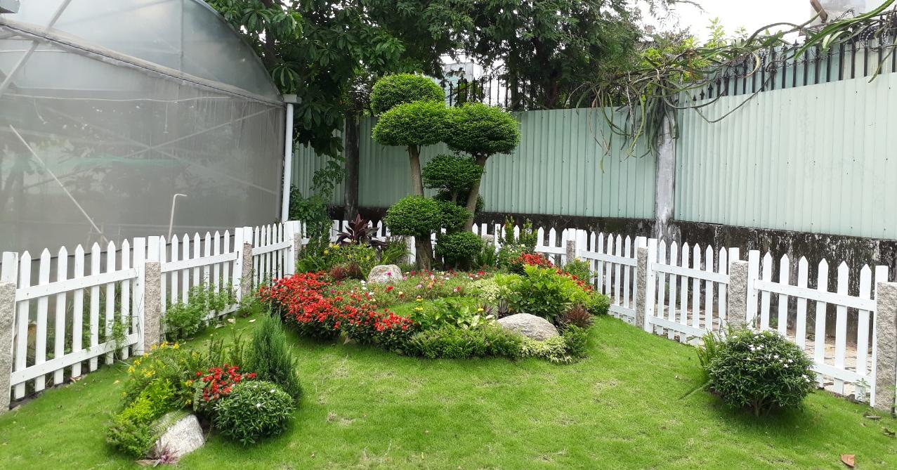 Vườn nhà không tự đẹp mà cần biết cách chăm sóc, nếu không giỏi việc đó, bạn nên liên hệ  công ty cung cấp dịch vụ cây xanh